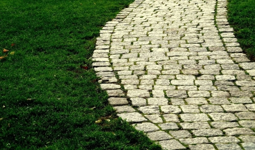 Use Paving Stones to Transform Your Outdoor Space