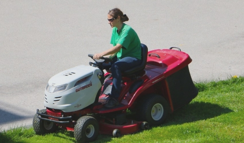 Five Tips For Mowing Your Lawn Safely