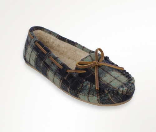 Minnetonka Women's Plaid Pile-Lined Cally Slipper