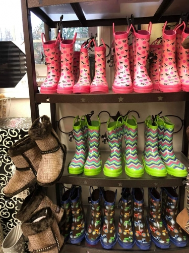 10% Off Ladies & Kids Rainboots