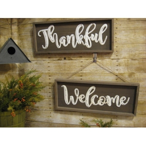 'Welcome' and 'Thankful' signs