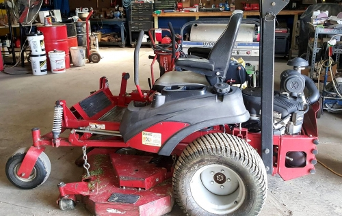 "2011 61"" Zero-Turn Ferris Mower"