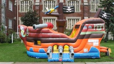 PIRATE HOUSE W/SLIDE BOUNCE HOUSE